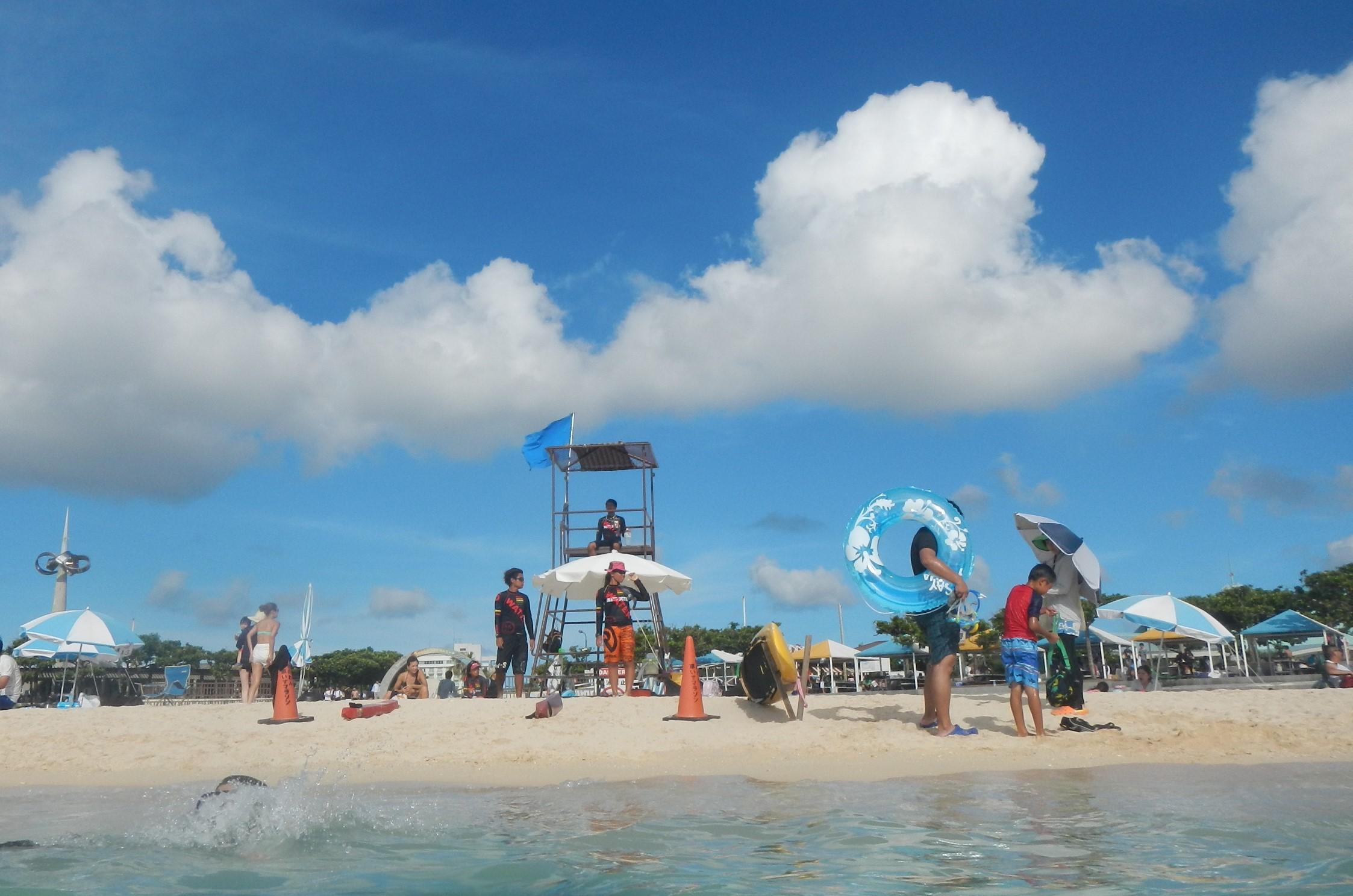 宜野湾市のトロピカルビーチは、リゾートって感じじゃないけど、楽しいビーチ。