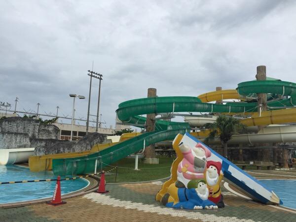 【沖縄の流れるプール】糸満市の西崎プールに行って来た