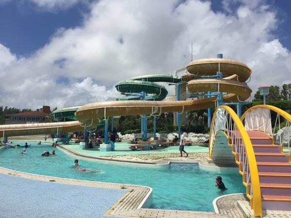 【沖縄の流れるプール】沖縄市泡瀬の沖縄総合運動公園レクリエーションプール