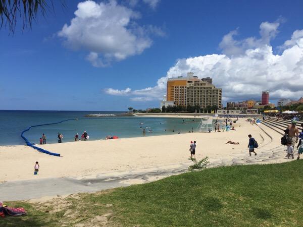 北谷町のサンセットビーチと北谷公園水泳プール | ウリ!Okinawa